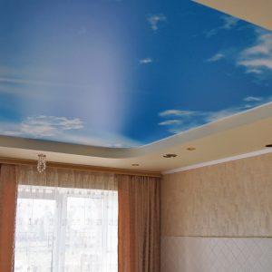 Фото натяжного потолка с фотопечатью синее небо