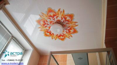 Фото натяжного потолка с вотопечатью в ванной