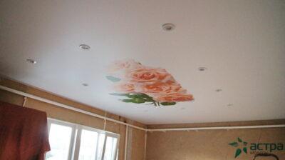 Фото потолка с розами в спальне
