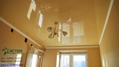 Фотография натяжного глянцевого потола-калуга