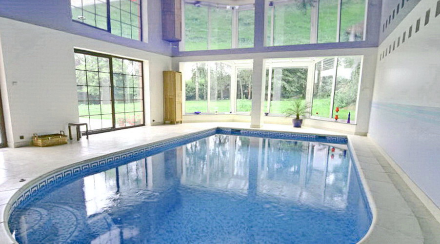 фото потолк5а в бассейне
