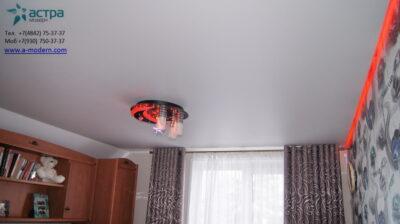 Парящий сатиновый потолок в спальне
