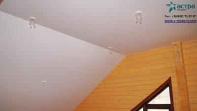 Фото натяжного потолка на мансарде
