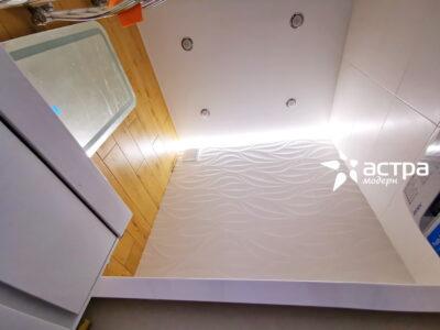 Парящий натяжной потолок в ванной 1-1