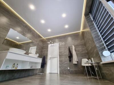 Натяжной потолок в ванной 1-1
